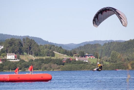 En akropilot går inn for landing.